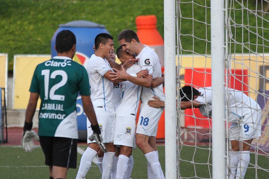El gol de Campollo puso la tapa al pomo y el 2-0 a favor de Comunicaciones sobre Universidad. (Foto: Nuestro Diario)