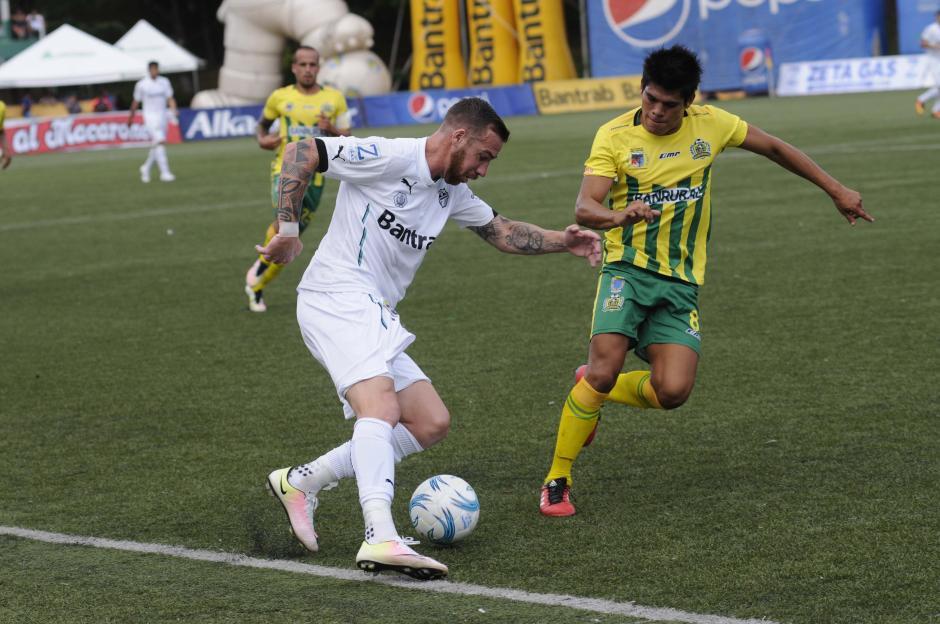 Emiliano estuvo fuera algunas jornada por lesión. (Foto: Orlando Chile/Nuestro Diario)