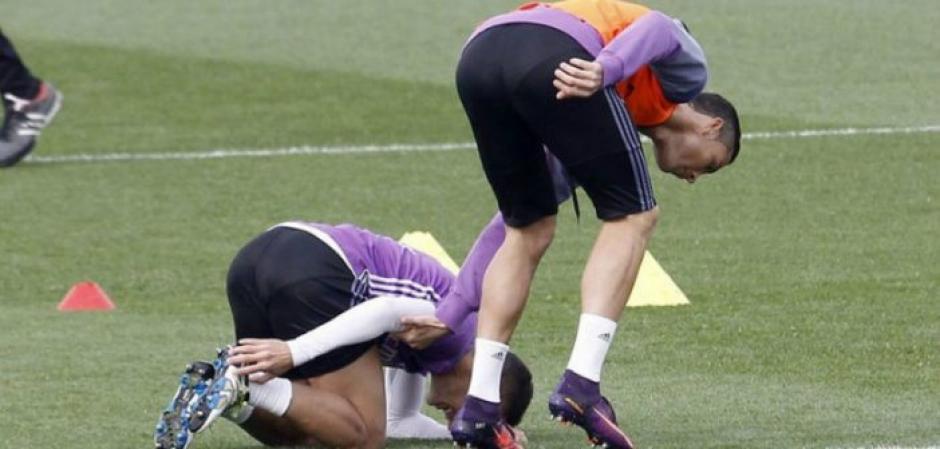 Cristiano Roanldo se disculpó varias veces con Lucas Vásquez. (Foto: Twitter)