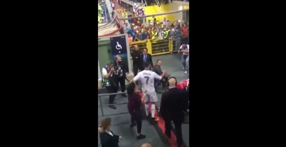Los jugadores van a celebrar su undécima copa. (Captura de pantalla: SportsJOE.ie/YouTube)