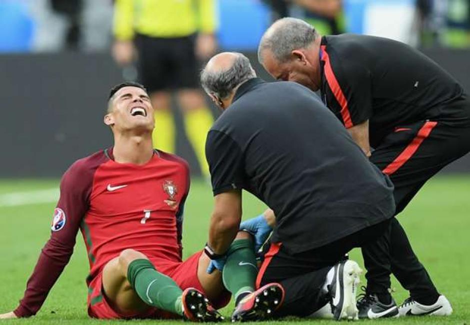 El capitan de la selección lusa recibió un golpe de Dimitri Payet. (Foto: t13.cl)