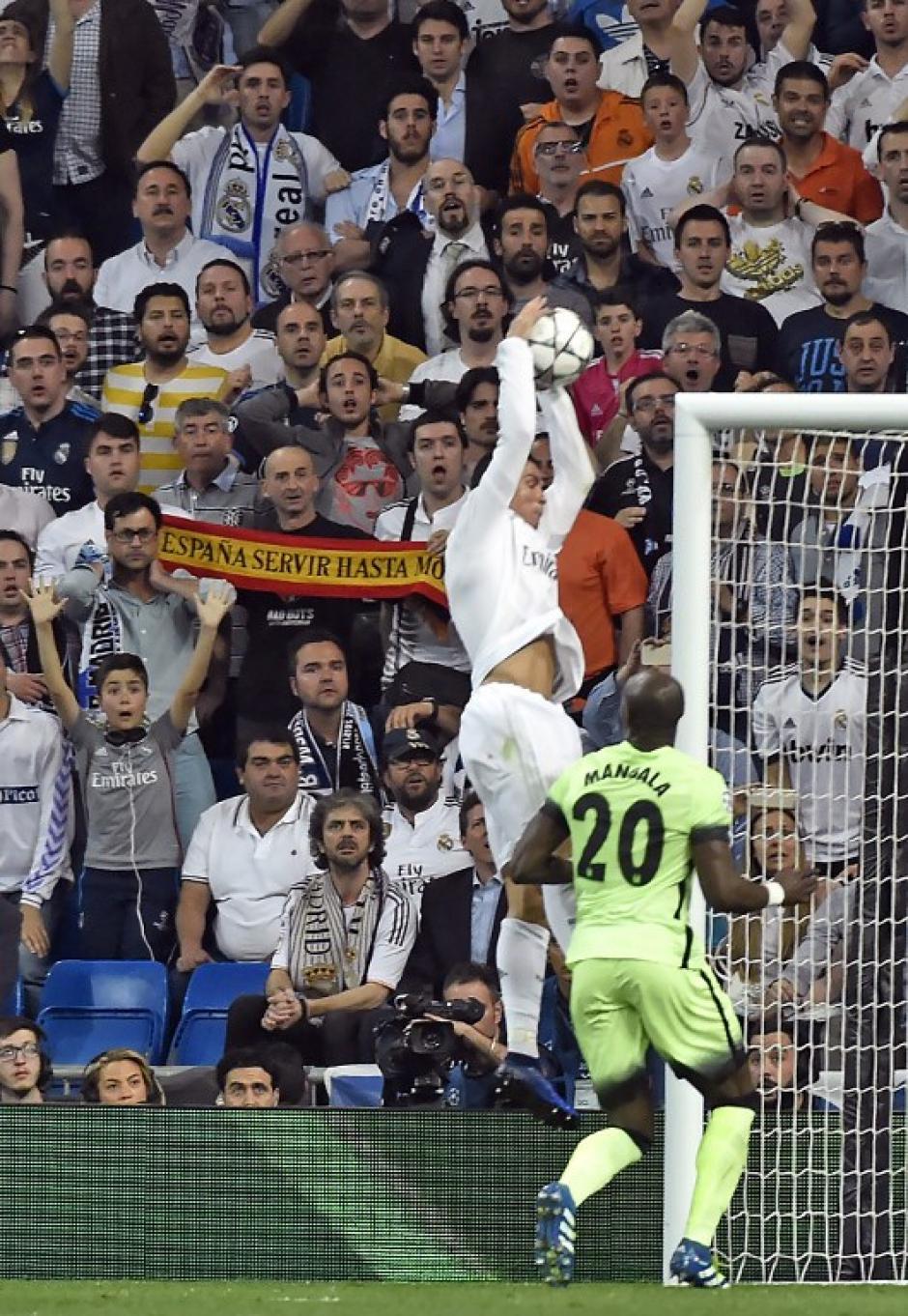 La polémica se desató pues pedían amarilla para el jugador merengue. (Foto: AFP)