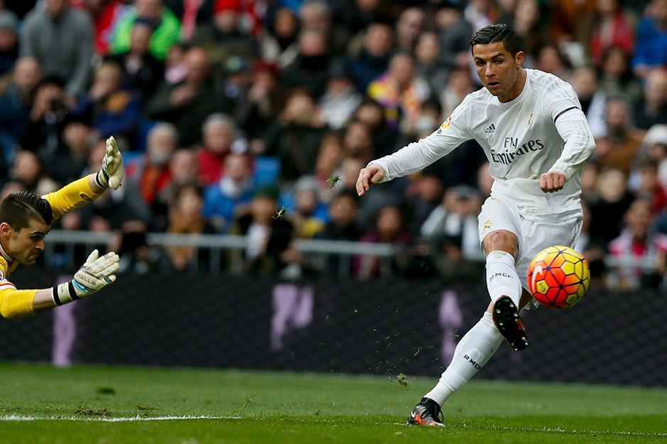 Cristiano Ronaldo anotó doblete ante el Sporting; e iguala momentáneamente en el liderato de goleo al uruguayo Luis Suárez, con 16 cada uno. (Foto: EFE)