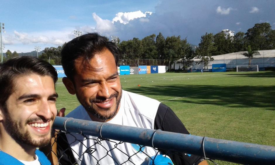Sebastián promueve el movimiento minuto 20, en apoyo a Carlos Ruiz. (Foto: Luis Barrios/Soy502)