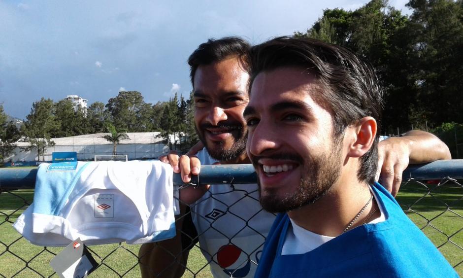 Carlos Ruiz atendió a los aficionados en el Proyecto Goal. (Foto: Luis Barrios/Soy502)