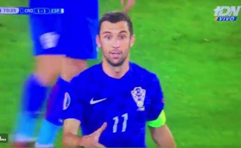 Modric (no se ve en la imagen) indica a Srna a donde pateará el penal Ramos.  (Foto: Captura de video)