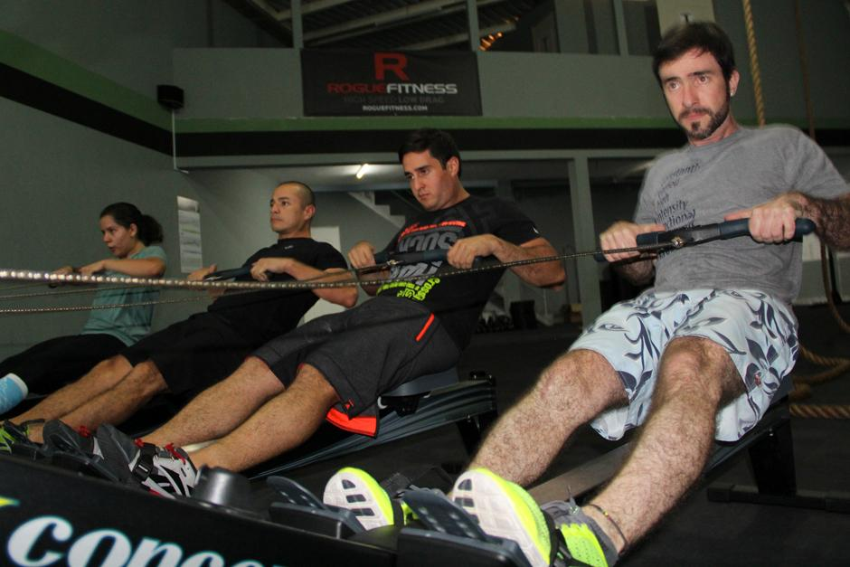 La alta intensidad de los ejercicios de CrossFit es una característica que es diferente para cada persona. (Foto: Luis Barrios/Soy502)