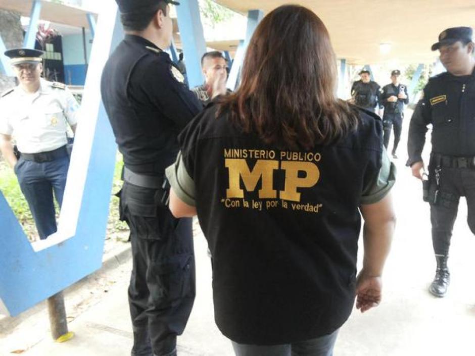 Fiscales del Ministerio Público coordinan allanamientos, inspección y registro en el Hospital Nacional de Salud Mental Federico Mora para determinar si los privados de libertad poseen sustancias ilícitas. (Foto: @MPguatemala)