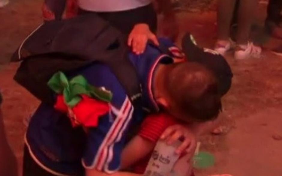 El pequeño le dedicó palabras de ánimo al desconsolado francés. (Imagen: YouTube)