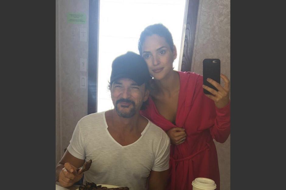Ricardo Arjona posó junto a su hija Adria y compartió esta foto en twitter. (Foto: Ricardo Arjona)
