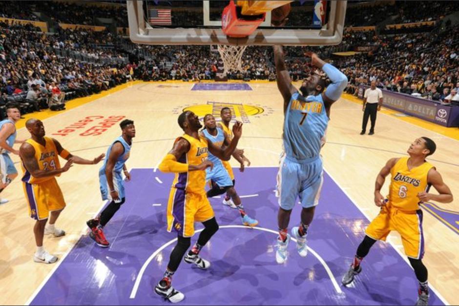 Los Nuggets aumentaron la crisis de los Lakers con la que terminaron la temporada pasada e iniciaron la actual