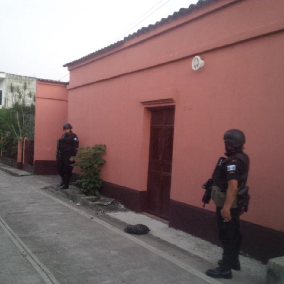 Seis personas han sido capturadas por supuestamente integrar una banda de tráfico internacional de drogas. (Foto: Policía Nacional Civil)
