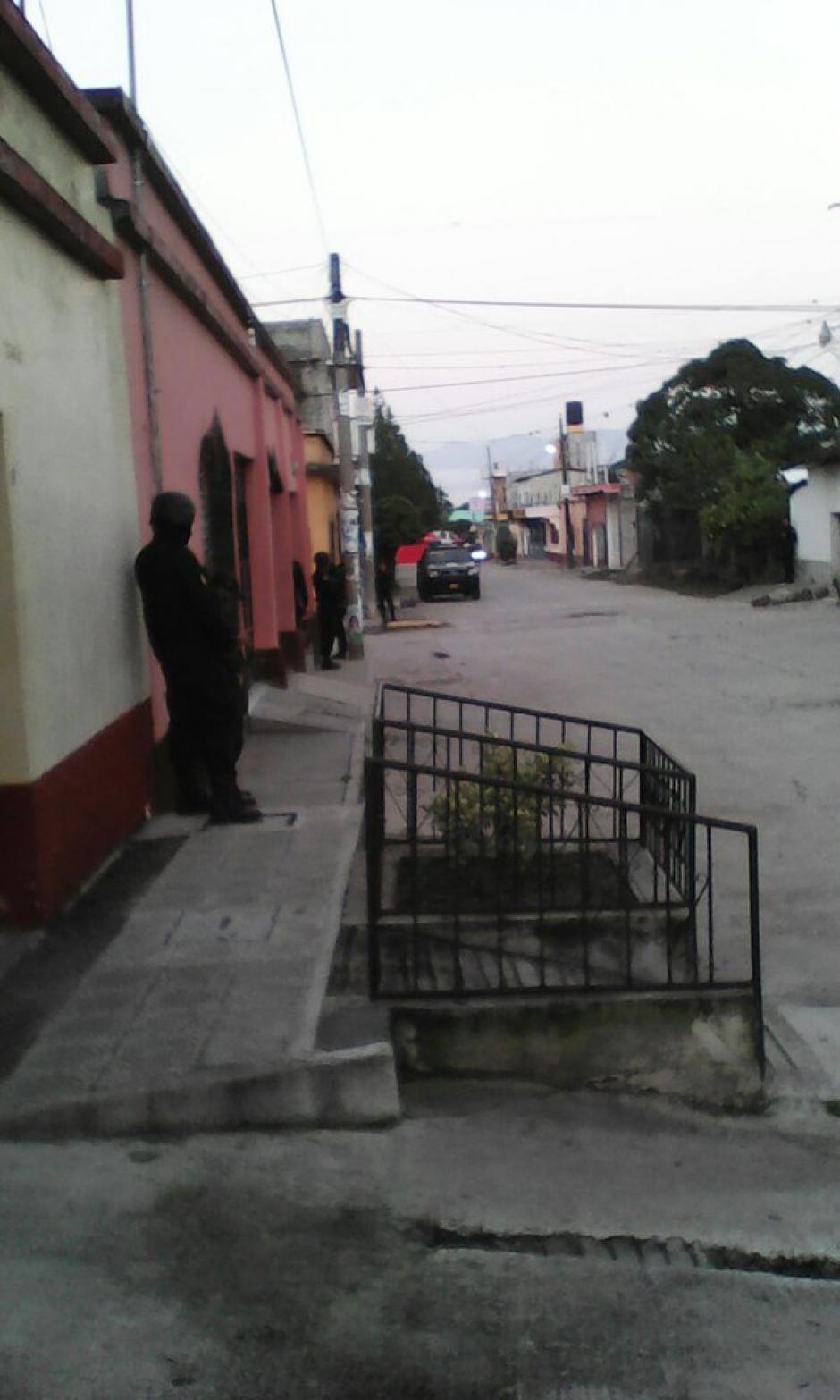 """Los allanamientos se realizan en Mixco, Chiquimula y Jutiapa, en busca de los integrantes de la banda """"Los Transportistas"""". (Foto: Policía Nacional Civil)"""