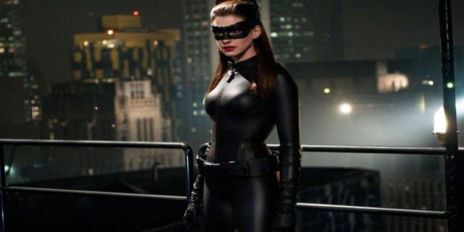 El personaje de Catwoman atrae mucho a Anne Hathaway. (Foto: Twitter)
