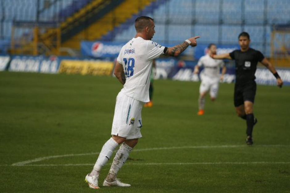 El argentino Emiliano López llegó a siete goles en 15 fechas, es el goleador de los albos.(Foto: Comunicacionesfc.com)