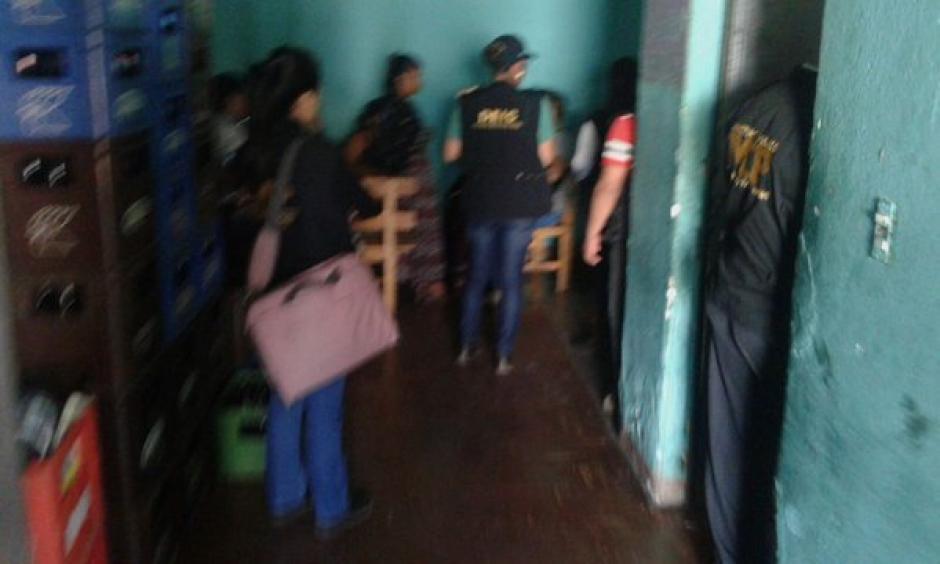 Fiscales del Ministerio Público realizaron varios allanamientos para capturar a personas sindicadas del delito de trata de personas. (Foto: Policía Nacional Civil)