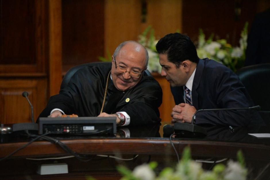 Así converso Óscar Chinchilla presidente del Congreso con Nery Medina. (Foto: Wilder López/Soy502)