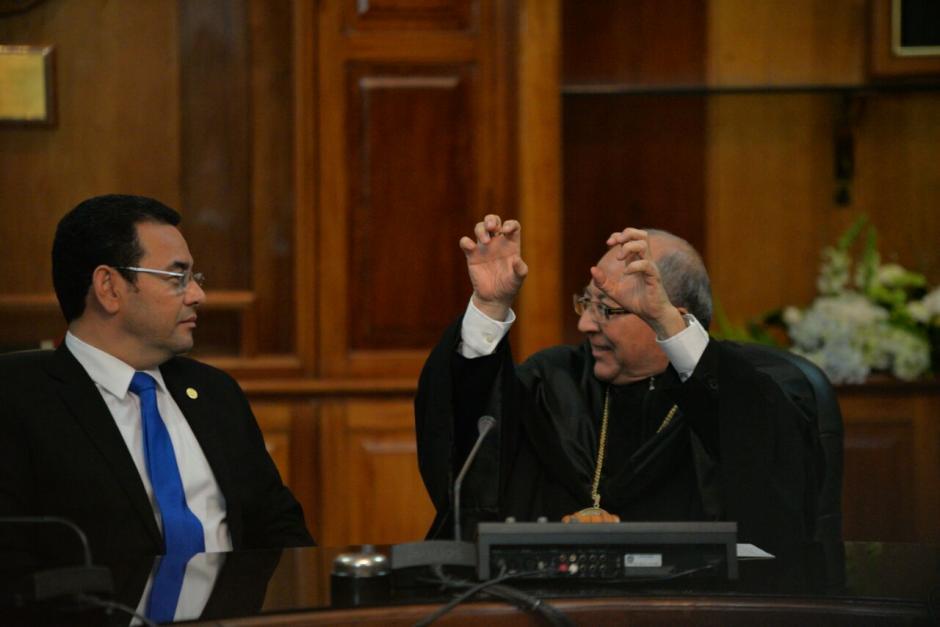Durante el encuentro así se expresó Medina junto a Jimmy Morales. (Foto: Wilder López/Soy502)