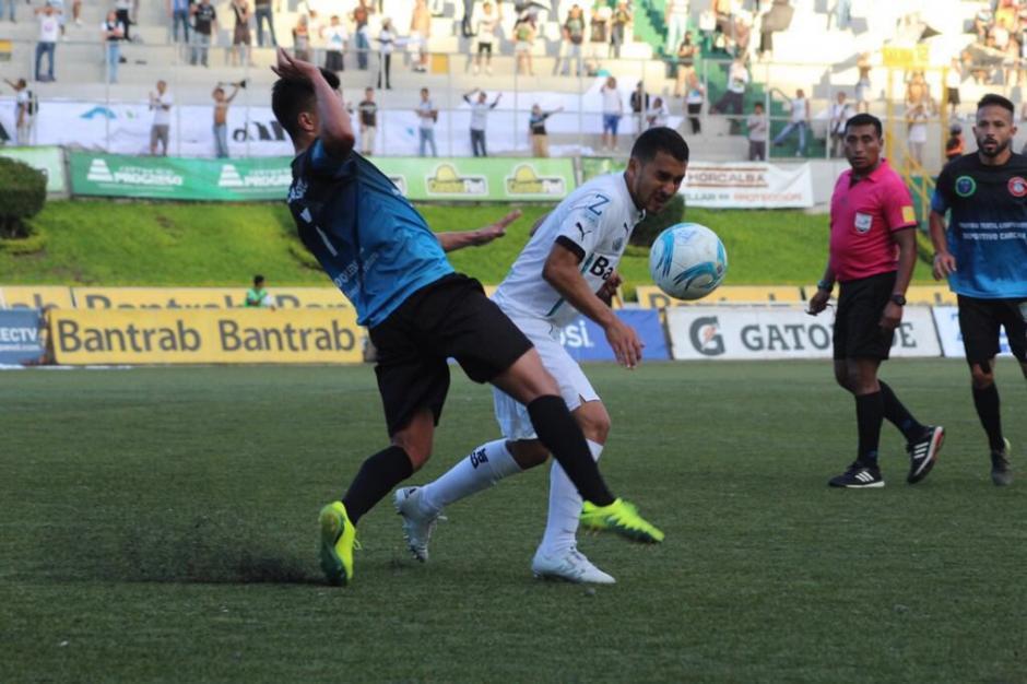 Diego Estrada recibió fuerte marca durante los 90 minutos. (Foto: Comunicaciones, página oficial)