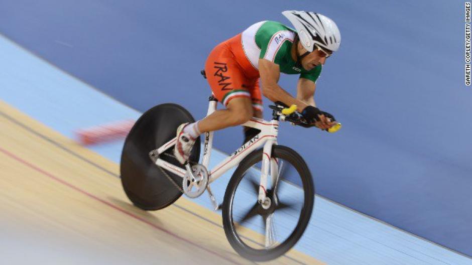 El deportista, de 48 años, participaba en la carrera de ciclismo en ruta cuando se cayó. (Foto: Twitter)