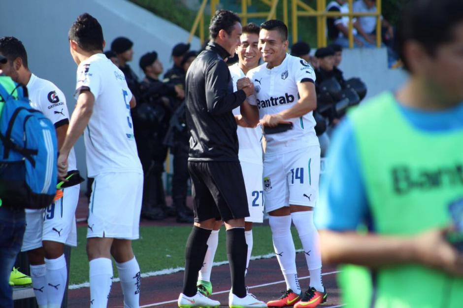 Rubén Morales, exComunicaciones, fue saludado por sus excompañeros. (Foto: Comunicaciones, página oficial)