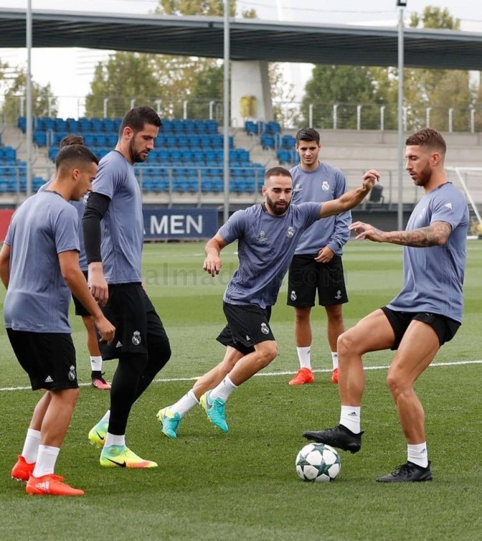 En los partido y entrenamiento los zaptos de fútbol de Ramos son totalmente negros. (Foto: Twitter)