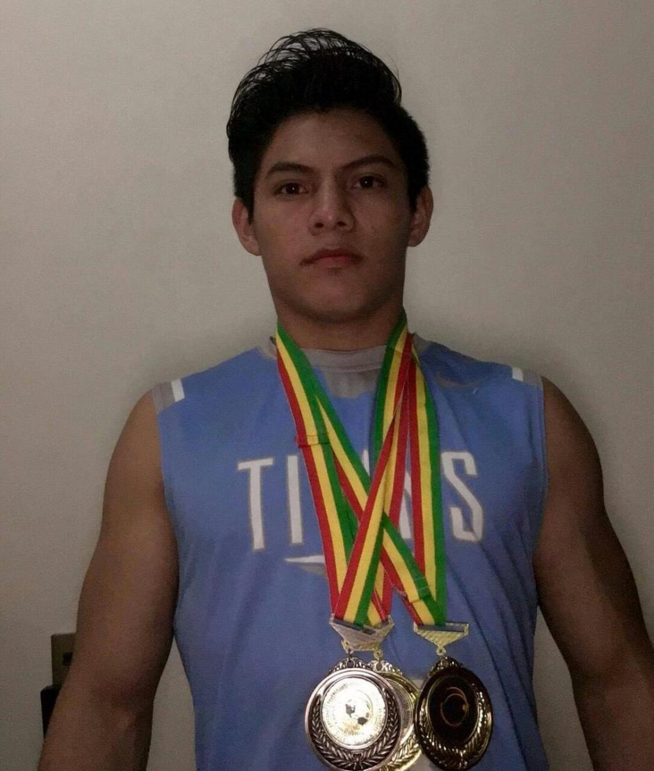 Vega lució sus tres medallas (dos de oro y una de bronce). (Foto: COG)