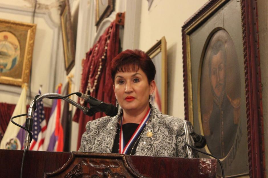Thelma Aldana agradeció la condecoración y agradeció su formación y valores inculcados en Quetzaltenango. (Foto: Twitter MP)