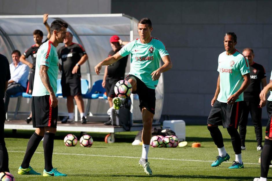 CR7 reta a Pepe a dominar el balón y el zaguero queda en ridículo. (Foto: Twitter)
