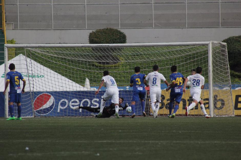 "Así cayó el primer gol del ""Moyo"", de tiro libre. (Foto: Página oficial de Comunicaciones)"