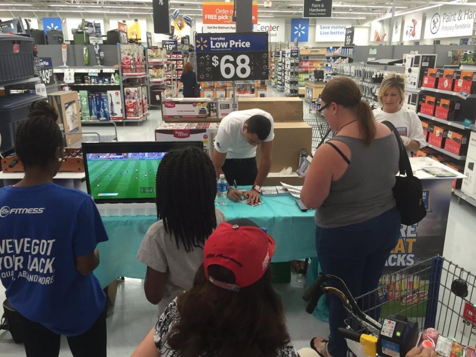 Los fanáticos de Pappa y el FIFA17 en su mayoría niños, asitieron a la firma de autógrafos. (Foto: Colorado Rapids)