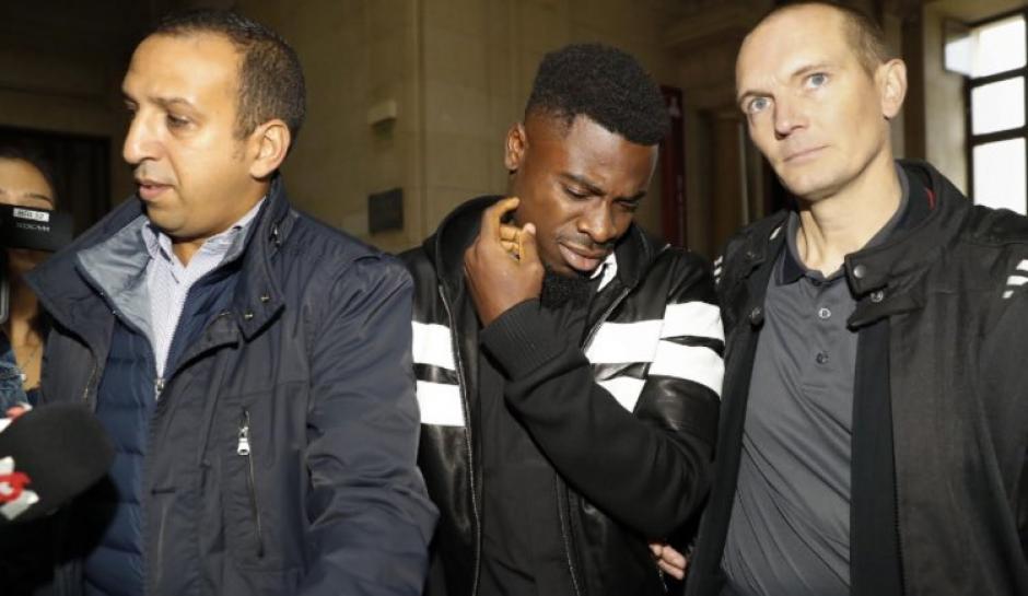 Serge Aurie al momento de abandonar el tribunal. (Foto: Twitter)