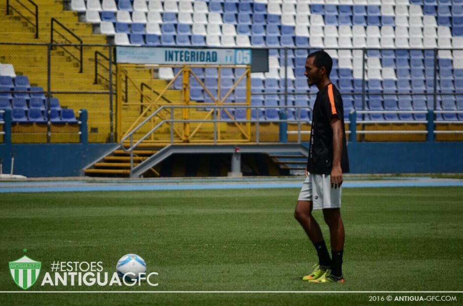 Enrique Miranda volvería al once titular de los Panzaverdes. (Foto: Twitter Antigua)