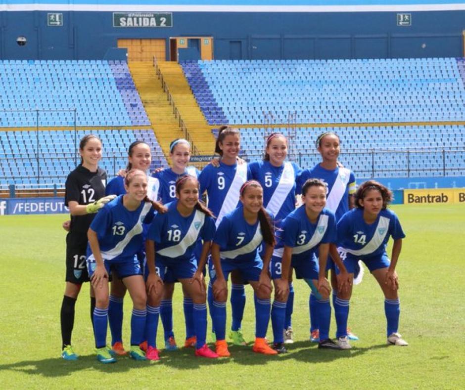 Las seleccionadas de la categoría Sub-17 que lograron su pase al Premundial de Granada 2016. (Foto: Twitter @fedefut_oficial)