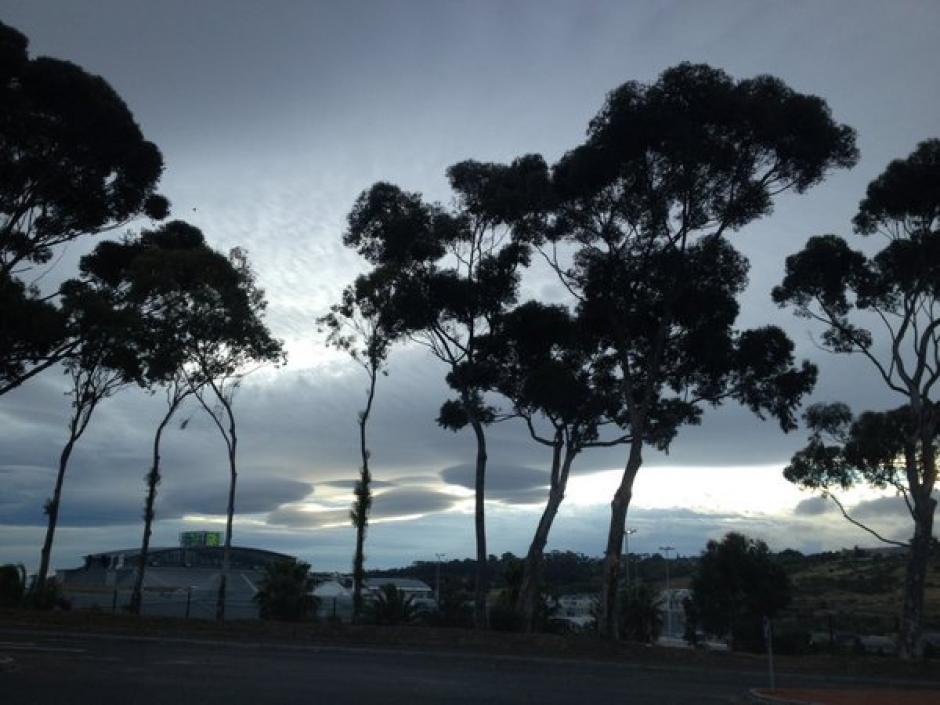 Las nubes lenticulares se observaron en la ciudad del Cabo en Sudáfrica.(Foto: Google)