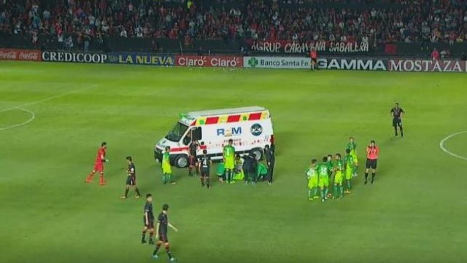 Una ambulancia de inmediato se llevó al volante a un hospital. (Foto: Captura de pantalla)