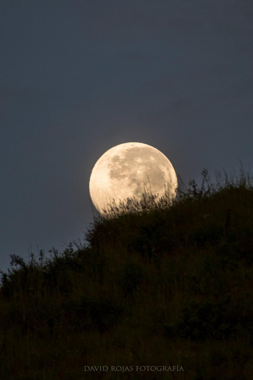 La superluna se vio desde todo el mundo. (Foto: @DaveRojasLGt/Twitter)