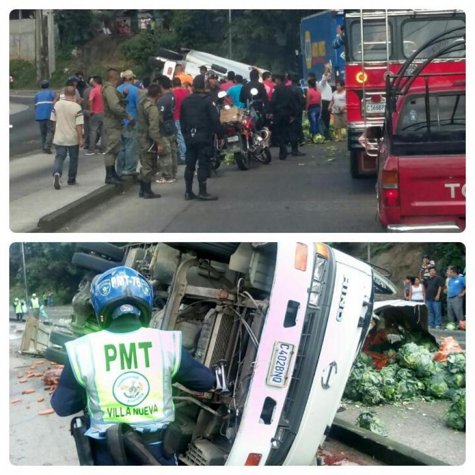 Las autoridades ya trabajan para retirar el camión. (Foto; Twitter/@DTransitoPNC)