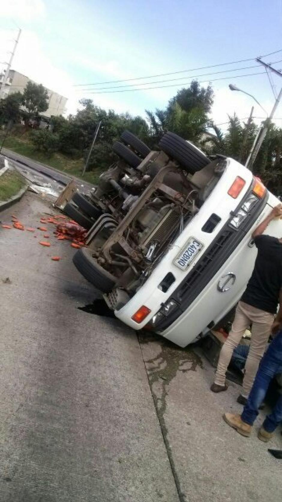 Por el accidente, se complicó el trafico en esa zona. (Foto; Twitter/@DTransitoPNC)