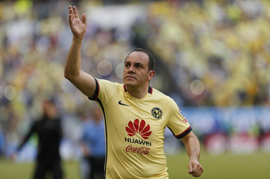 Cuauhtémoc Blanco fue homenajeado en el estadio Azteca, su casa por muchos años. Hasta derramó lágrimas de la emoción. (Foto: EFE)