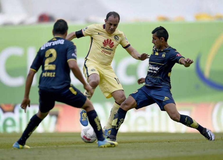 """Blanco genio y figura hizo su última """"cuauhtemiña"""" ante dos rivales. (Foto: AFP)"""