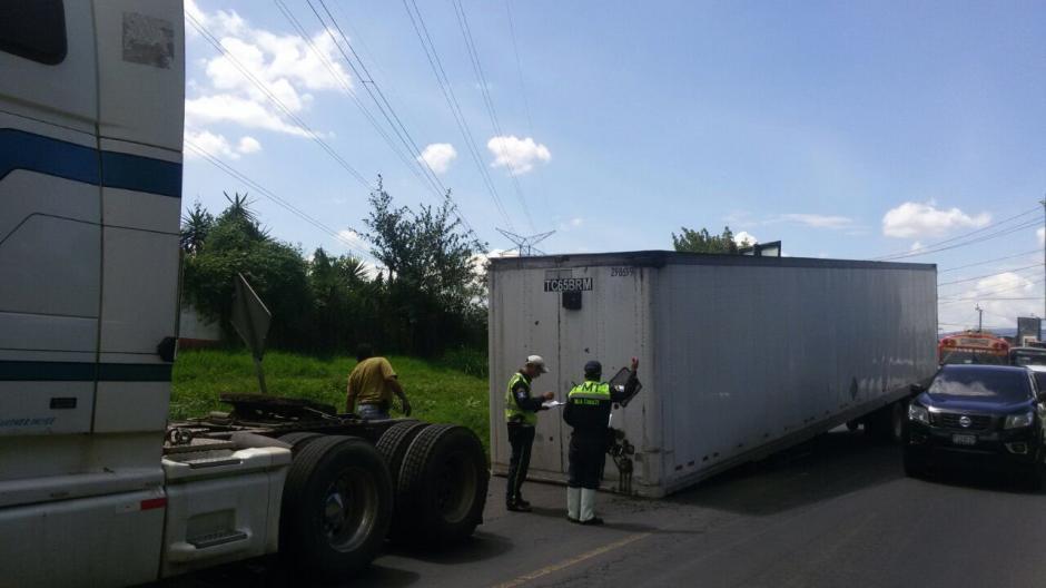 El incidente se presentó en el kilómetro 14 hacia Villa Canales, pero fue retirado hace pocos minutos. (Foto: PMT Villa Canales)
