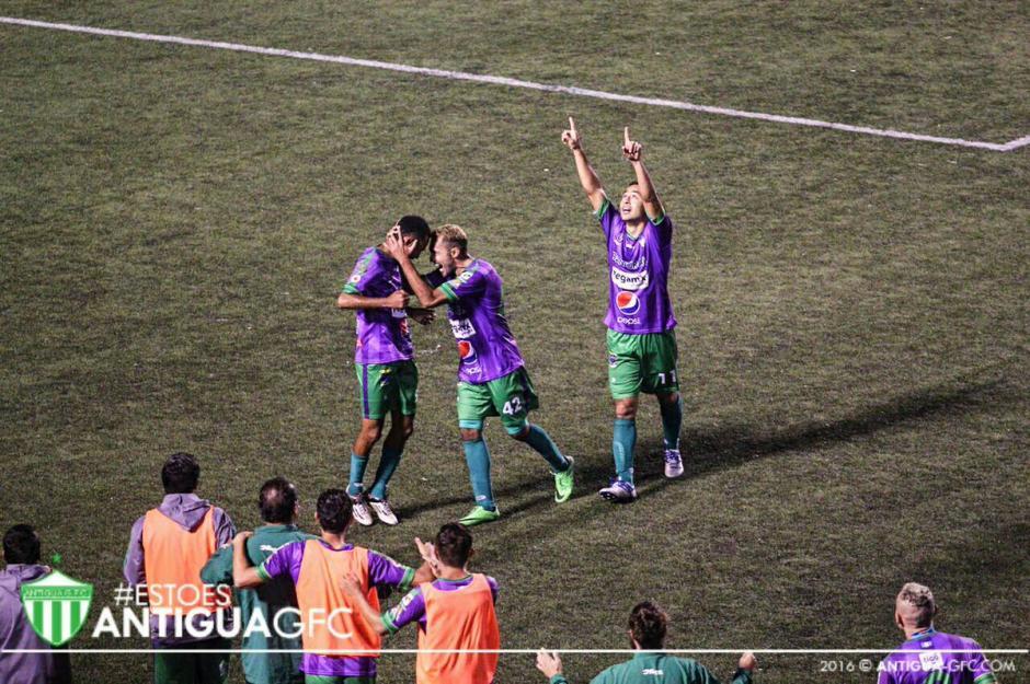 Enrique Miranda le dio el triunfo a la Antigua sobre Comunicaciones. (Foto: Facebook de Antigua GFC)