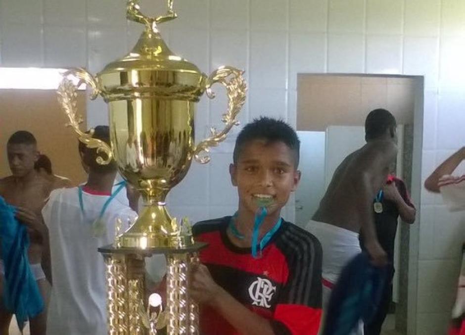 Marcelo André consiguió junto a sus compañeros el título Sub14 con Flamengo. (Foto: Facebook)