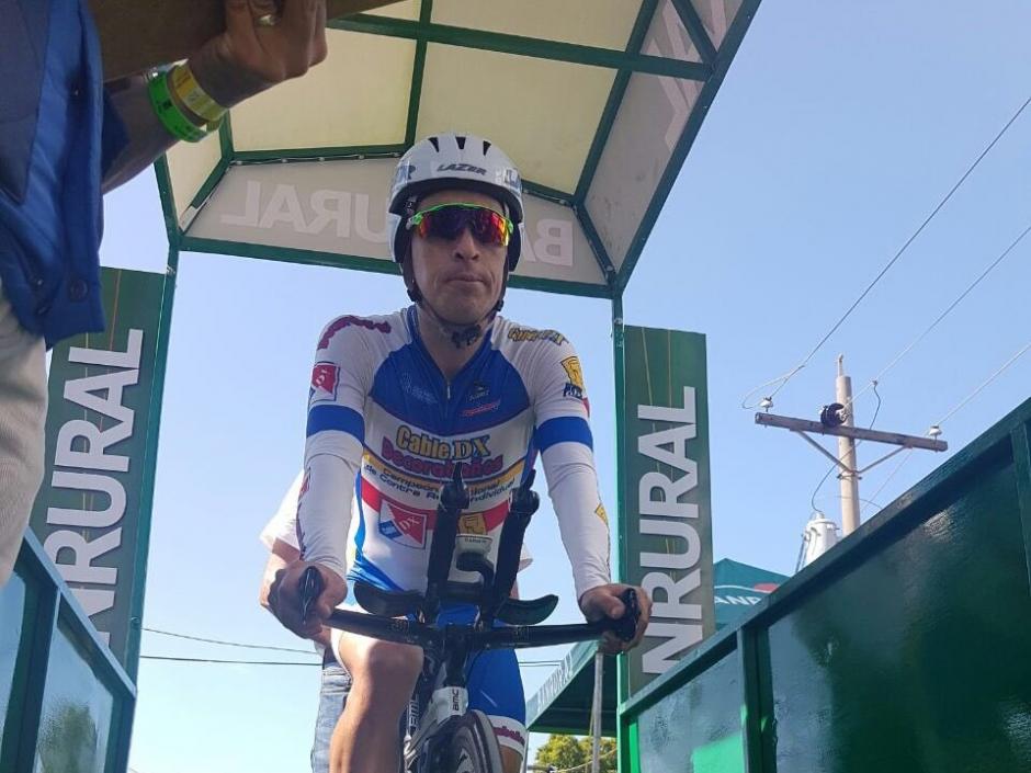 Manuel Rodas captado previo a salir en la prueba contrarreloj de Champerico a Retalhuleu. (Foto: Bryan Antón/Diario Centroamérica)