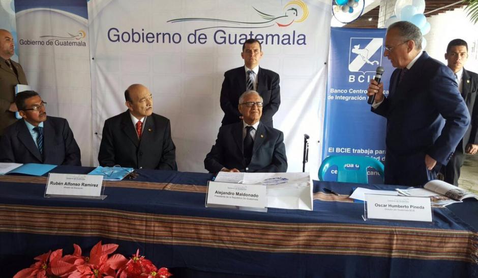 El presidente Alejandro Maldonado cambio el logotipo del Gobierno días después de asumir, tras la renuncia y captura de su antecesor Otto Pérez Molina. (Foto: Twitter GuatemalaGob)
