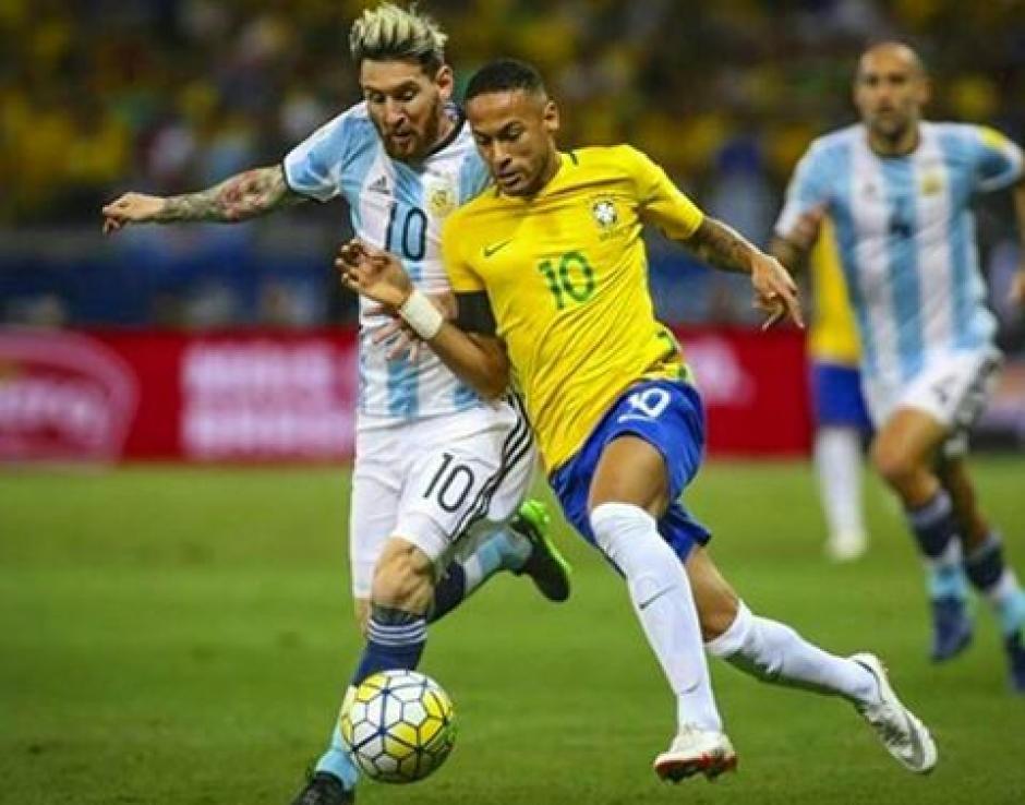 El duelo hasta ahora lo gana Neymar sobre Messi. (Foto: Twitter)