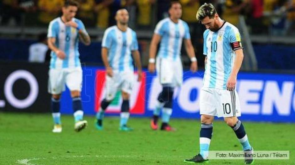 Argentina quedó lejos de lo que se esperaba frente a Brasil. (Foto: Twitter)