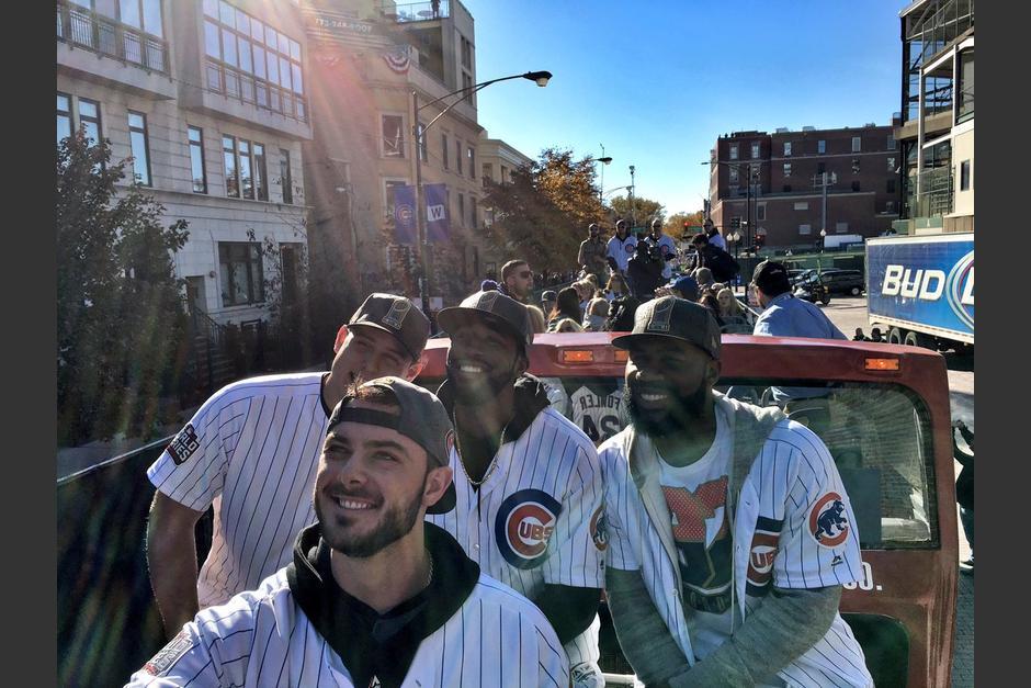 Los jugadores de los Cachorros desflian en Chicago. (Foto: Cubs)