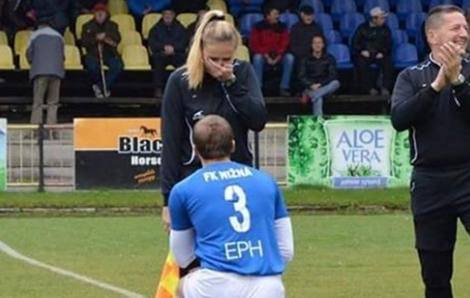 Así fue como Lubomir Vajecka le ha pedido matrimonio a Petra Lepackova. (Foto: Facebook)
